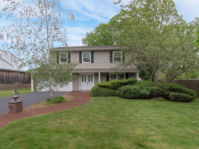 4 BR,  2.50 BTH  Splanch style home in Nesconset